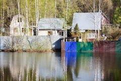 俄国农村风景,水的家 库存图片