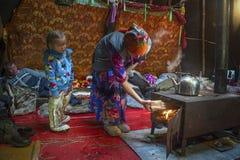 俄国原史驯鹿牧民日常生活在北极 免版税库存图片