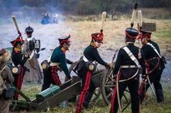 俄国和拿破仑似的军队争斗的重建在俄国市的Maloyaroslavets附近2016年10月23日 库存图片