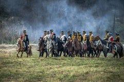 俄国和拿破仑似的军队争斗的重建在俄国市的Maloyaroslavets附近2016年10月23日 免版税库存图片