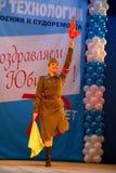 俄国士兵、舞蹈家歌曲和列宁格勒军区的舞蹈合奏表现  免版税库存图片