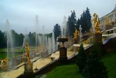 俄国夏天寺庙喷泉 免版税图库摄影