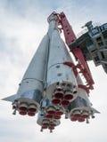 俄国太空火箭纪念碑从下面 免版税库存图片