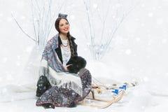 俄国女孩画象有桦树的 免版税库存照片