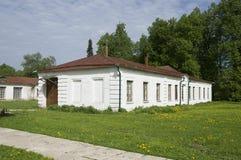 俄国宅基(农奴的房子) 库存照片