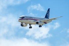 俄国客机苏霍伊超音速喷气飞机100 库存图片