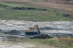 俄国履带牵引装置挖掘机Ð'ÐКР¡ - 30L 免版税库存照片