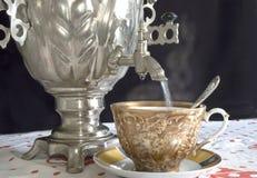 俄国式茶炊茶 免版税库存照片