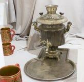 俄国式茶炊-准备的热水一个机器 库存照片