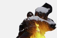 俄国战士两次曝光雕象火花 免版税图库摄影