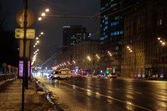 俄国救护车在晚上在莫斯科 免版税库存照片