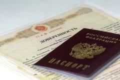 俄国文件 授权书的公证形式另一个人的 俄国护照在上面说谎 免版税库存图片