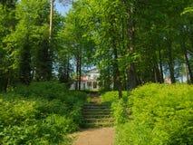 俄国文化和艺术性的博物馆公园在Abramtsevo 免版税库存图片