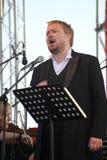 俄国普遍的演员,歌剧歌手鲍里斯pinkhasovich,男中音, Mikhailovsky剧院的星,俄罗斯 在露天舞台 免版税图库摄影
