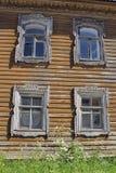 俄国木房子门面 免版税库存图片