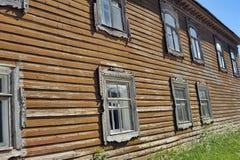 俄国木房子门面 库存图片