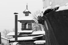 以俄国村庄为目的冬天农村风景 免版税库存照片