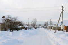 俄国村庄在冬天 免版税库存图片