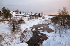 俄国村庄在冬天 免版税库存照片