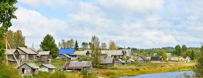 俄国村庄在夏天 免版税图库摄影