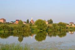 俄国村庄在晚上 免版税库存图片