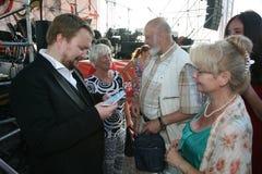 俄国歌剧歌手鲍里斯pinkhasovich,男中音, Mikhailovsky剧院的星,俄罗斯,对爱好者的签署的题名 免版税图库摄影