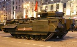 俄国武器 军事游行排练(在晚上)在克里姆林宫,莫斯科,俄罗斯附近 库存图片