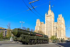 俄国热核在游行庆祝的武器洲际弹道导弹Yars 免版税库存图片