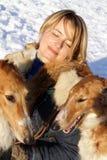 俄国猎狼犬狗纯血种马妇女 免版税库存照片