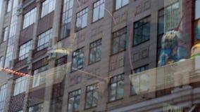 俄国玩偶纪念品caroussel玻璃反射城市 股票录像