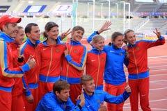 俄国田径运动队庆祝DecaNation国际室外游戏的第二个地方 图库摄影