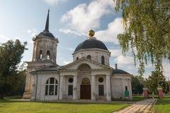 俄国省的老庄园住宅 免版税库存图片