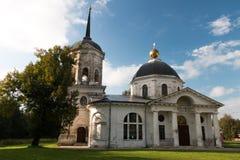 俄国省的老庄园住宅 库存照片
