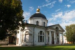 俄国省的老庄园住宅 免版税库存照片