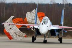 俄国空军苏霍伊Su30SM 34蓝色俄国人骑士特技飞行队在胜利天游行排练期间的 库存图片