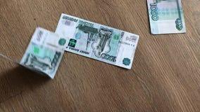 俄国纸币在一张票据下降 股票视频