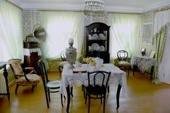 俄国老房子内部 免版税图库摄影