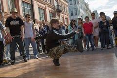 年轻俄国舞蹈家街道莫斯科 图库摄影