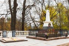 俄国诗人A坟茔  S 圣洁Dormition的Monaster普希金 免版税库存照片