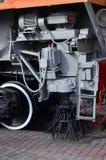 俄国铁路技术支持火车的轮子的照片 免版税库存照片