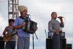 俄国音乐流行音乐民间小组合奏Malinovskaya帮会表现  免版税图库摄影