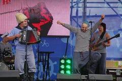 俄国音乐流行音乐民间小组合奏Malinovskaya帮会表现  库存照片
