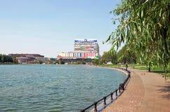 俄国 修造的奥斯坦基诺和奥斯坦基诺池塘 2016年6月21日 免版税库存图片
