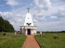 俄国 假定大教堂dmitrov克里姆林宫莫斯科明信片区域俄国冬天 在Borodino领域的纪念碑 库存图片