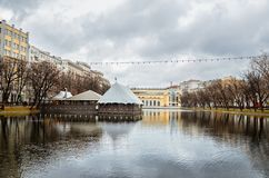 俄国 公园和湖在Chistye的Prudy莫斯科 2017年11月18日 免版税库存图片