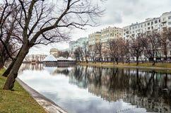 俄国 公园和湖在Chistye的Prudy莫斯科 2017年11月18日 免版税库存照片
