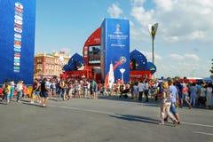 俄国 国际足球联合会在顿河畔罗斯托夫扇动在剧院正方形的费斯特 2018年7月01日 图库摄影