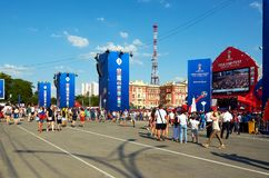 俄国 国际足球联合会在顿河畔罗斯托夫扇动在剧院正方形的费斯特 2018年7月01日 免版税图库摄影