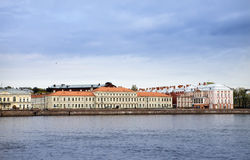俄国 圣彼德堡 州立大学(十二个委员会大厦的大厦)在内娃堤防 库存照片