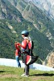 俄国 在卡巴尔达-巴尔卡里亚 Chegem 一个滑翔伞 滑翔伞 免版税库存图片